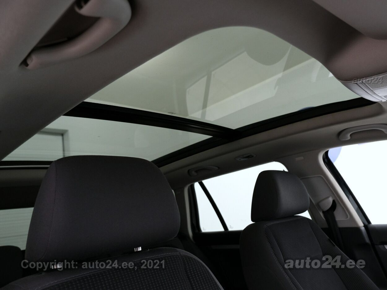 Volkswagen Golf Highline Opensky ATM 2.0 TDI 103 kW - Photo 8