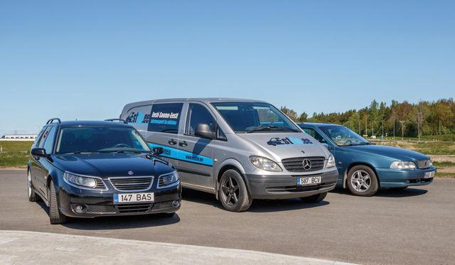 """Kaks """"rootslast"""" ja üks """"sakslane"""". Diiselmootoriga kaubikutest võinuksime pildile saada ka üle 800 000 kilomeetri sõitnud Iveco Daily, Mercedes-Benz Sprinteri ja veel mitu Vitot. Foto: Pille Russi"""